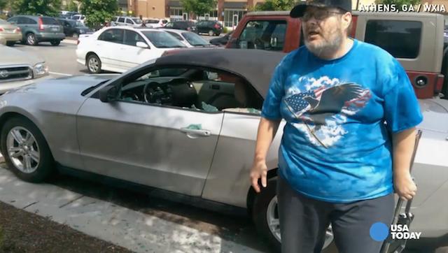 A dona do carro ficou muito brava com o ocorrido. (Foto: Reprodução / USA Today)