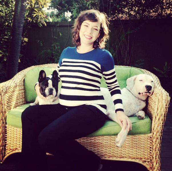 Regiane Alves com seus cães. (Foto: Reprodução / Instagram)