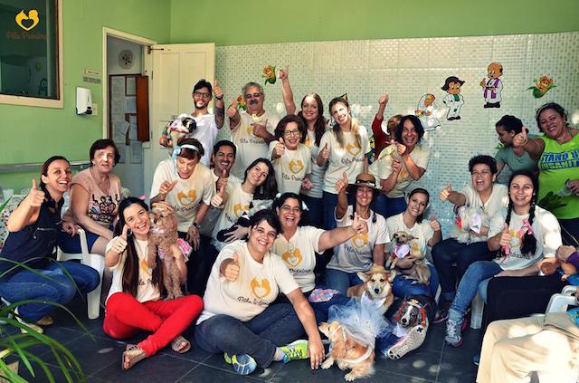 A visita foi em clima de festa junina! (Foto: Reprodução / Facebook / Projeto Pelo Próximo)