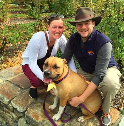 Erin, Elliot e a cachorra Sweet Dee. (Foto: Reprodução / The Dodo)