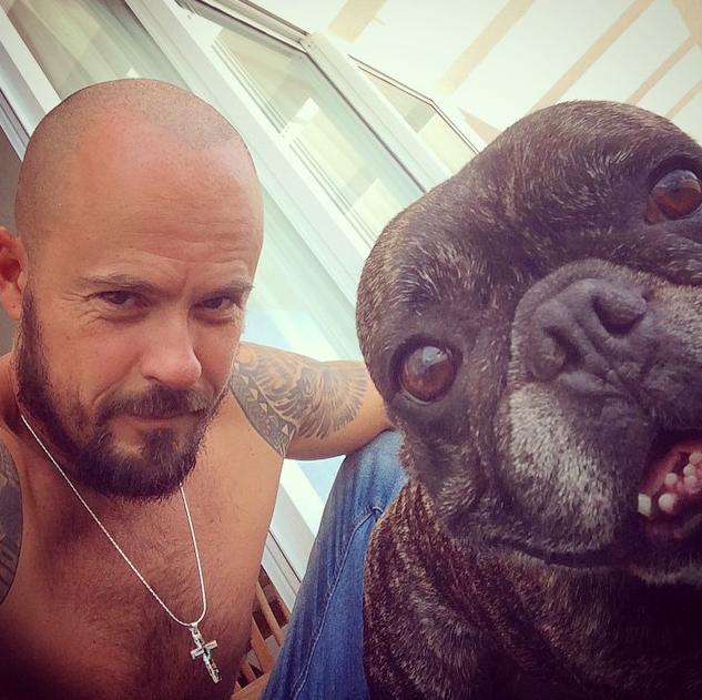 Paulo Vilhena e Zacarias tirando uma selfie. (Foto: Reprodução / Instagram)