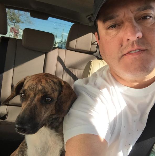 Bruno publicou essa foto para avisar que havia encontrado essa cachorra perdida. (Foto: Reprodução / Instagram)
