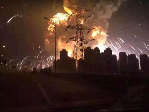As explosões foram enormes. (Foto: Reprodução / Daily Mail UK)