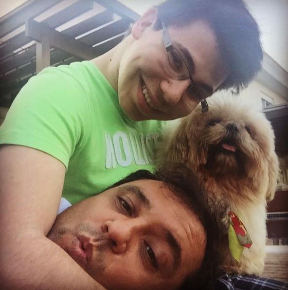 Geraldo Luís com seu filho João Pedro e o cão Tody. (Foto: Reprodução / Instagram)