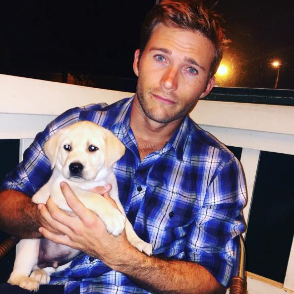 Scoot Eastwood com seu cão Freddy. (Foto: Reprodução / Instagram)
