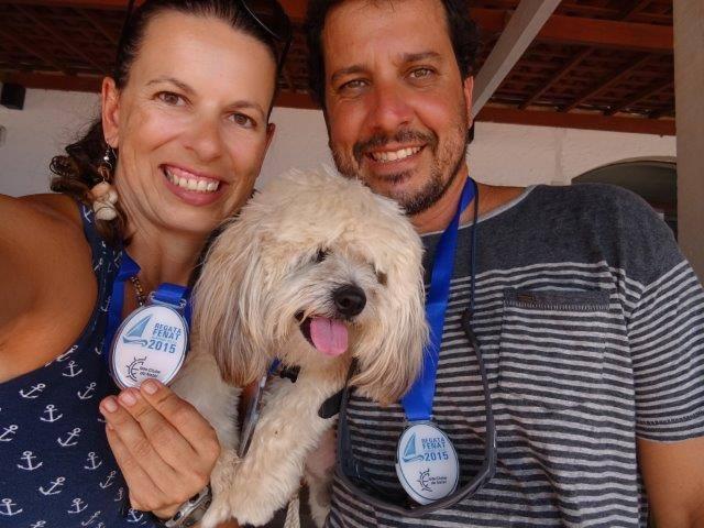 Até o Choppinho recebeu medalha! (Foto: Reprodução / Facebook / Paula Lamberti)