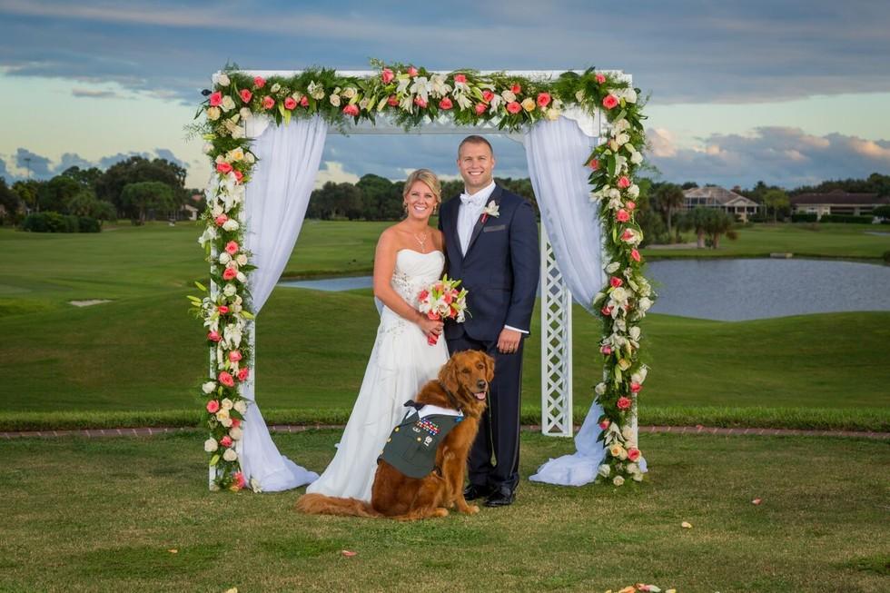O cão Gabe foi o padrinho de casamento de Justin e Carol. (Foto: Reprodução / The Dodo)
