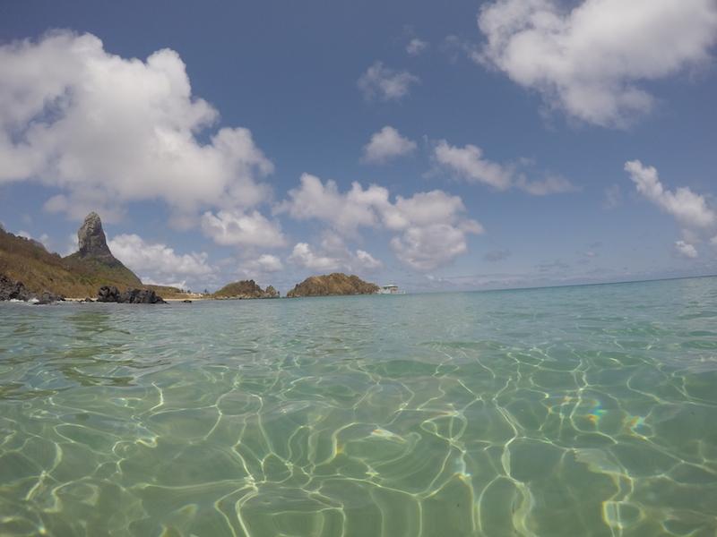 Mar com água cristalina. (Foto: Fabricio Ladeira)