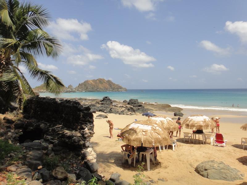 A praia tem uma boa estrutura. (Foto: Karina Sakita)