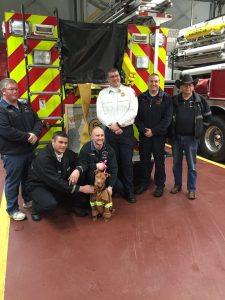 Jada visitou o Corpo de Bombeiros de North Syracuse e foi muito bem recebida. (Foto: Reprodução / Facebook Humane CNY)
