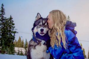 Amanda amava tanto Kyro, que aceitava a violência contra ela, mas não que seu namorado agredisse o cão. (Foto: Reprodução / Life Daily)