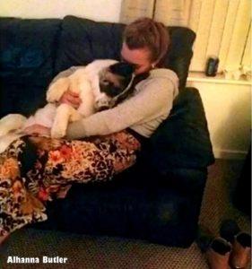 Alhanna foi aconselhada a dar o seu cão quando descobriu que estava grávida, mas seu amor pelo animal a impediu de fazer tal coisa. (Foto: Reprodução / Life With Dogs / Alhanna Butler)