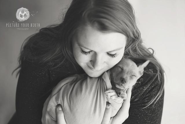 Sidney Dell com seu filho canino. (Foto: Reprodução / Picture Your Birth)