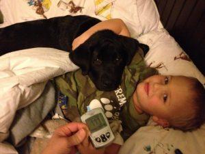 O cão está com o menino desde que era ainda um filhote. (Foto: Reprodução / Dorrie Nuttall)