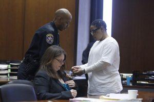 Mulher-é-condenada-a-quatro-anos-de-prisão-por-matar-cão-nos-Estados-Unidos-pdd1