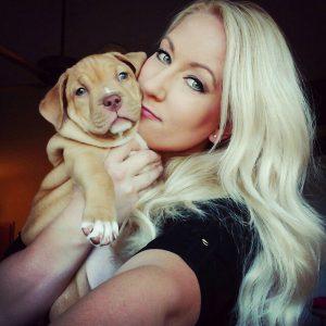 Candice é, sem dúvidas, um grande exemplo de amor aos animais. (Foto: Reprodução / Facebook Roofus & Kilo)
