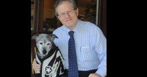 Presidente do time de futebol fundou ONG que cuida de animais abandonados há 16 anos. (Foto: Reprodução / UOL Esporte)