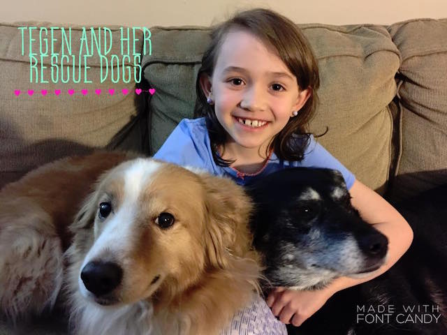 Tegen com seus cães adotados: Archer e Akeela. (Foto: Reprodução / Facebook / Bookmarks dor Rescue Dogs)