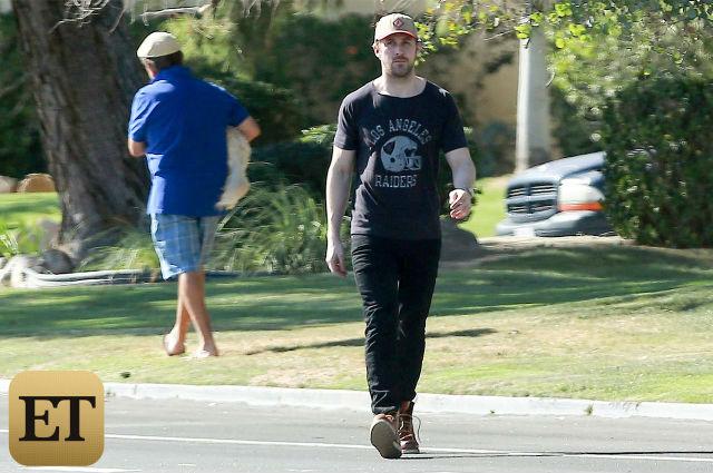Depois, Ryan voltou para seu carro e continuou seu caminho. (Foto: Reprodução / Entertainment Tonight)