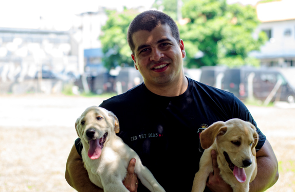 Tenente Veterinário Dias com os futuros campeões. Foto: Alex Lopes.