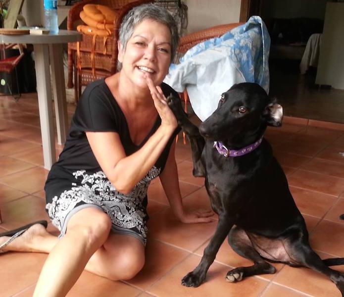Gaia com sua mãe Johana. (Foto: Reprodução / Facebook / Charlie's Angels - Animal Rescue)
