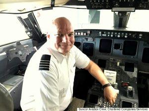 Para evitar que os moradores desistissem de deixar o lugar por conta de seus animais, o piloto Keith Mann permitiu a entrada de diversos bichinhos em sua aeronave. (Foto: Reprodução / Huffpost Alberta)