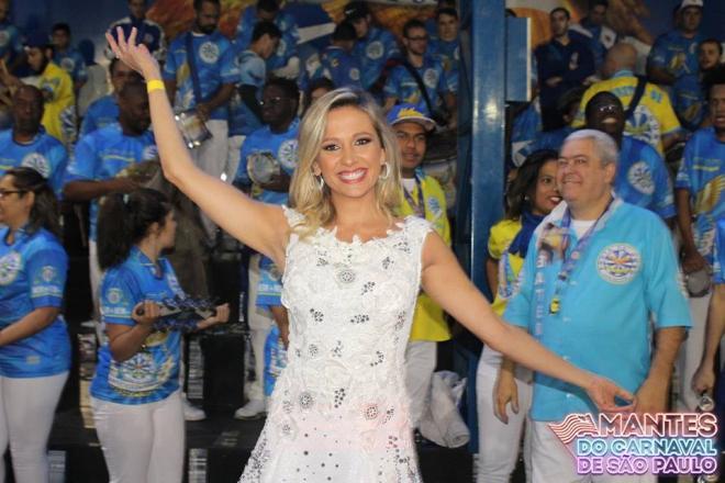 Luísa Mell se tornou embaixadora do enredo da Águia de Ouro. (Foto / Reprodução / Guilherme Queiroz / Facebook Amantes do Carnaval de São Paulo)