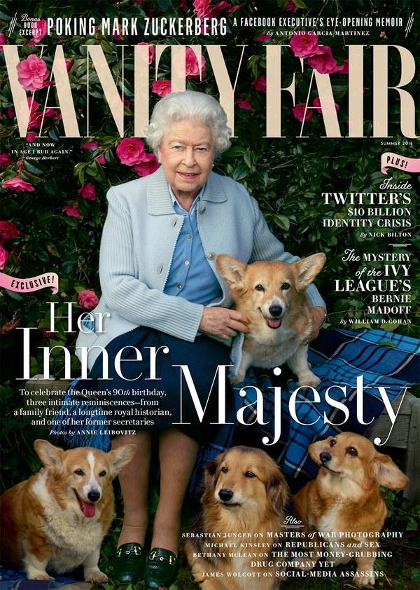 Holly no colo da rainha Elizabeth II na capa da Vanity Fair. (Foto: Reprodução / Vanity Fair)