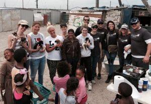 A Tin Can Town fornece alimentação e cuidados médicos aos animais necessitados da Cidade do Cabo.(Foto: Reprodução / Tin Can Town)