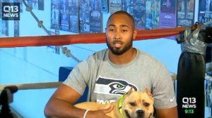 O jogador participou de campanha em favor dos animais e contra as rinhas de cães. (Foto: Reprodução / Life With Dogs / Q13 News)
