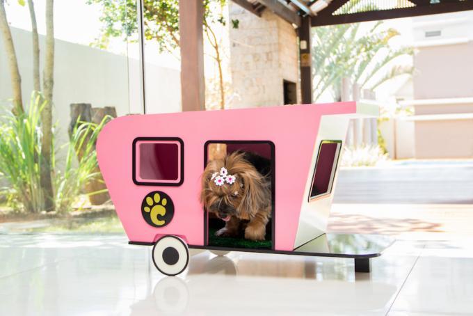 Casinha para cães que parece um trailer. (Foto: Divulgação)