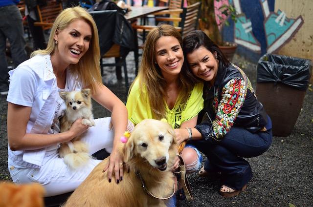 Ana Hickmann com a cachorra Penélope, Wanessa Camargo com a Bela e Fernanda Souza.