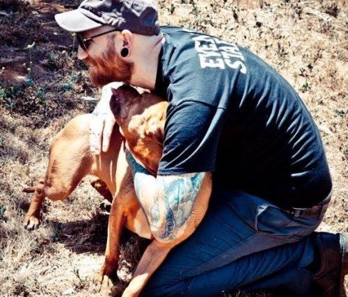 Apesar de não socializar tão bem com outros animais, Rayne se dá muito bem com humanos. (Foto: Reprodução / The Barking Lot)