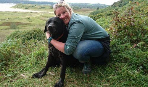 A tutora e o cão eram bastante apegados e ela queria retribuir toda a alegria que o animal já tinha lhe dado. (Foto: Reprodução / Amy Loveless)