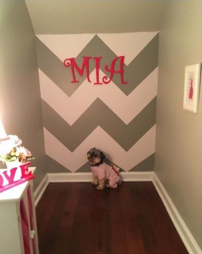 O quarto fica onde era o armário da escada e foi todo pensado especialmente para Mia. (Foto: Reprodução / Instagram mia_lambeau)