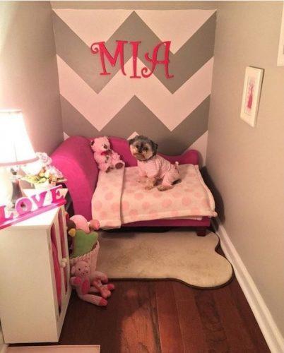 O quarto tem tudo o que Mia precisa e uma bela decoração. (Foto: Reprodução / Instagram mia_lambeau)