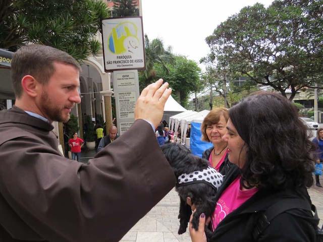 Missas, bênção aos animais e ração benta no dia de São Francisco de Assis. (Foto: Reprodução / franciscanos.org.br)