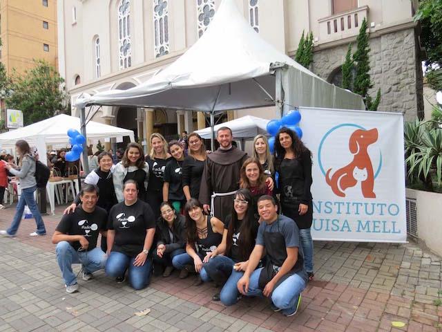 Equipe do Instituto Luisa Mell. (Foto: Reprodução / franciscanos.org.br)